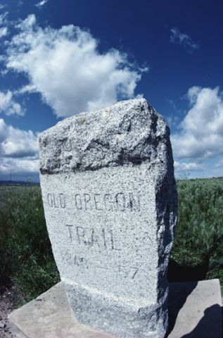 Oregon Trail stone marker, Oregon