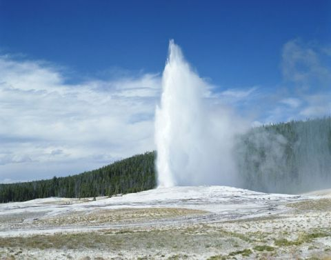 Old Faithful geyser in Yellowstone Park, Wyoming